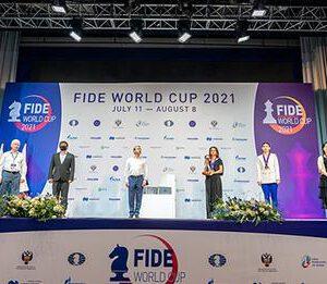 Jan-Krzysztof Duda besiegt Magnus Carlsen und schafft es ins FIDE-Weltcup-Finale