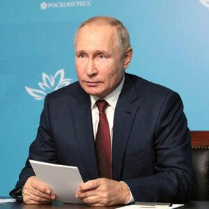 Wladimir Putin gratuliert dem Team Russland zum Gewinn der FIDE-Online-Olympiade