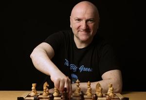 """Das neue Video von """"The Big Greek"""": So spielt Magnus Carlsen gegen die Wiener Partie"""